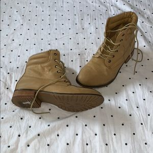 Shoes - Ankle high work style boots